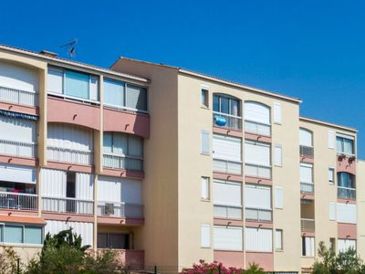 Photo for One bedroom Apartment, sleeps 4 in Le Grau-du-Roi with Pool