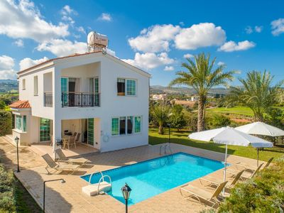 Villa Iliada: Large Private Pool, Walk to Beach, A/C, WiFi, Car Not Required