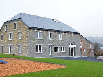 Large new house for groups, with spa and barbecue for the winter