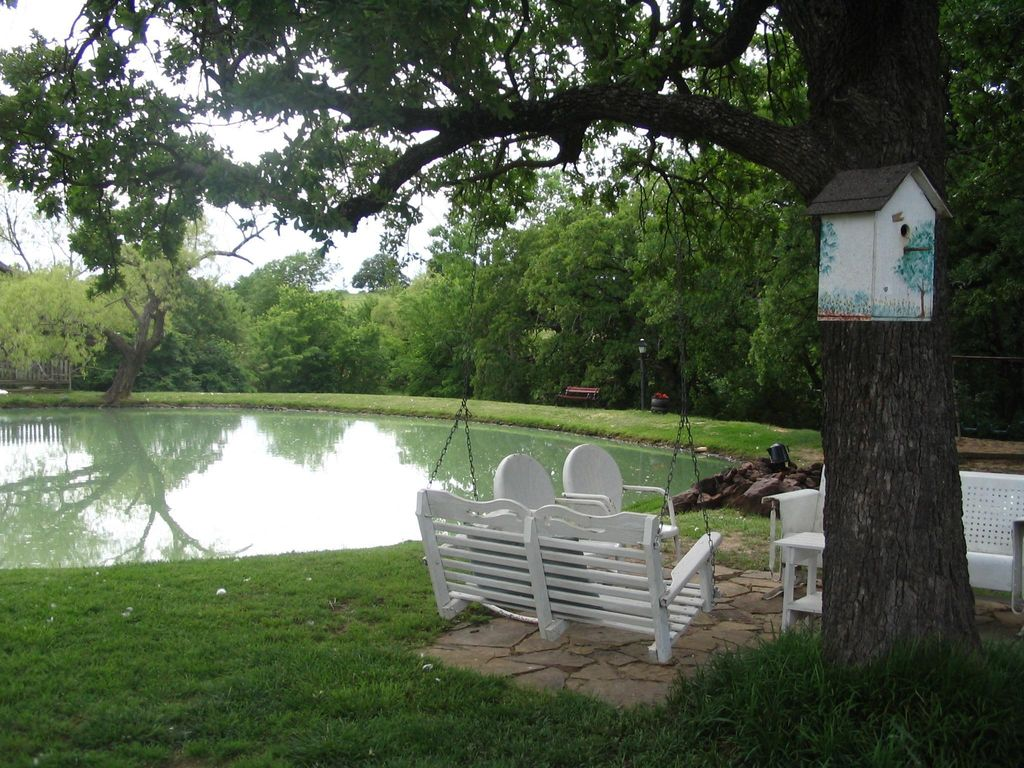 Cedar cabin secluded in the woods near lake texoma for Lake texoma cabins with hot tub