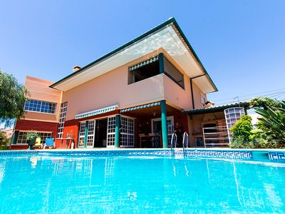 Photo for Amazing villa with pool barbecue area garage and fully equipped at Carcavelos