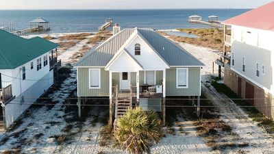 Photo for Tropical Paradise - 4 Bedroom Beach House on a sandy, bay-front Beach