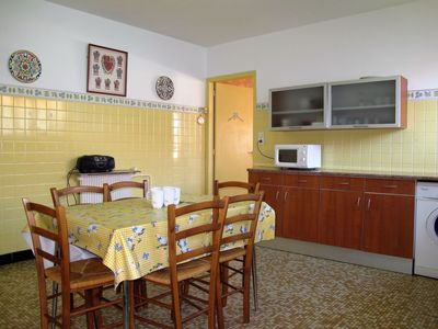 Photo for Lovely apartment for 6 people with WIFI, TV, pets allowed and parking