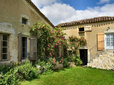 Photo for Country Farmhouse in the Gers region, Gascony, idyllic location