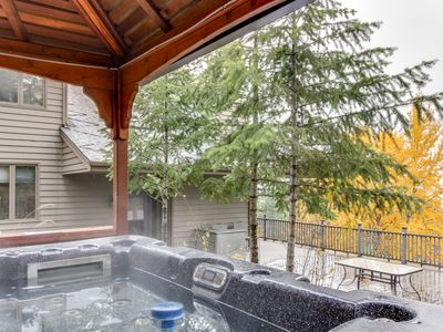 Photo for Ski all day, row on the lake, then relax by the fire or in the private hot tub!