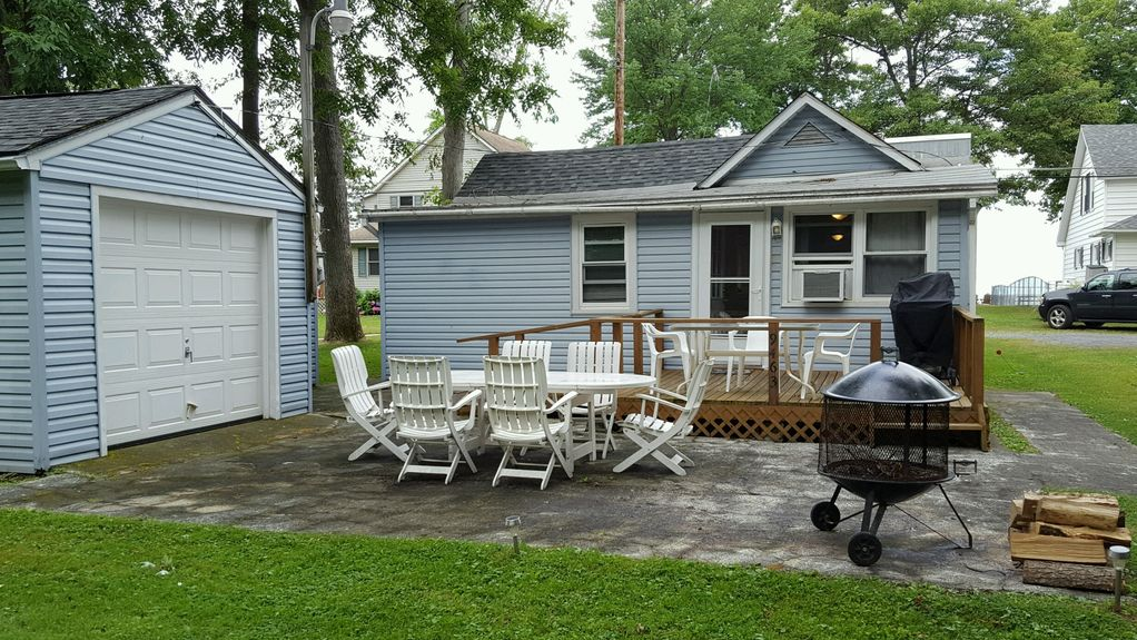 Oneida Lake Bright and Airy South Shore Lakeside Cottage
