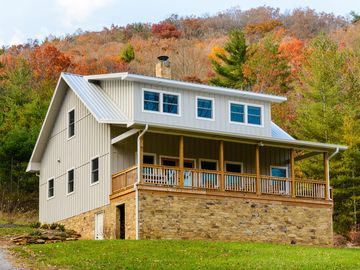 Newly Built, Epic Mountain Views, 10 minutes to Downtown, located on 40 acres