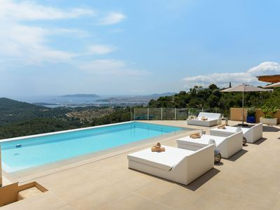 Photo for Villa Sky, in quiet area, only 5 minutes from the main attractions, with 10 sleeps.