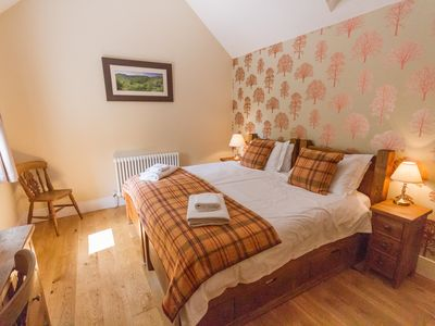 Photo for Luxury 2 bedroom cottage with a private garden, in heart of Peak District