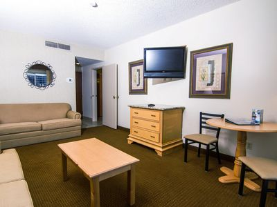 Las Vegas 2 Queen Room w/Outdoor Pool & Spa, Fitness Center, WiFi & More!
