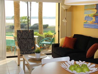 Photo for Cozy One Bedroom Lakefront Villa Close to the Attractions.