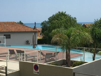 Photo for Beautiful new holiday apartment in Antibes with sea view, pool and garage