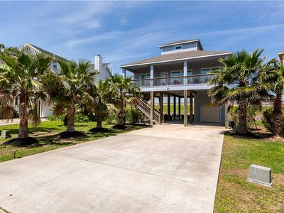 Photo for Keyo's Beach Retreat |  Beachside home with outdoor living area