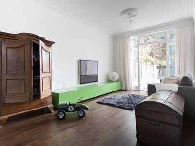 Photo for 6BR Villa Vacation Rental in London