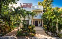 Beautiful 5 Bedroom Home Close to Beach and 5th Avenue!