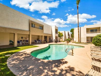 Photo for FREE GOLF! Dog Friendly, Minutes to Old Town Scottsdale's Shopping & Dining, Heated Pool, Spa & BBQ!