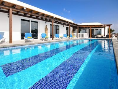 Photo for Luxurious Villa with Pool, Jacuzzi, Terrace, Wi-Fi and Air Conditioning
