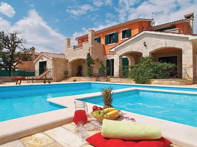 Photo for Charming 5 bedroom villa, pair with Villa Marina for large groups