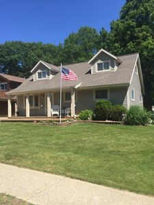 Steps from sandy Lake Michigan Beach ~ access to hiking ~ Hot tub ~ Pets Allowed