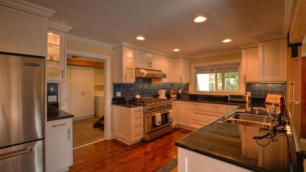 Luxury Mountain Home with Hot Tub, Spa Shower, Large indoor ...
