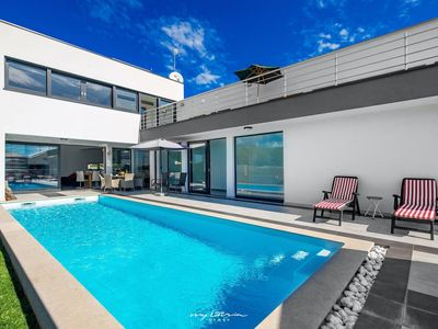 Photo for Beautiful modern villa with private pool