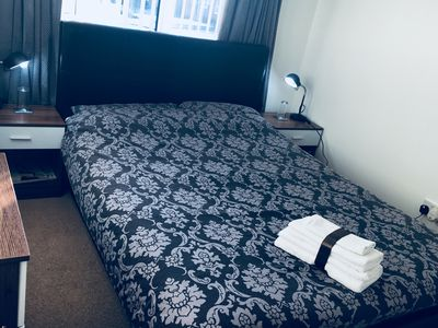 Photo for Elegant double bed close to Town centre & Kelpies