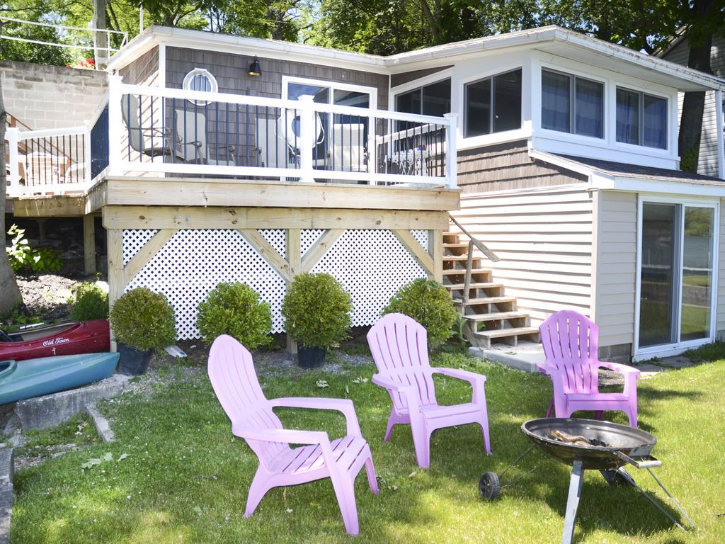 A Bay Breeze Cottage Enjoy The Comforts Of Home On Seneca Lake - Comforts of home furniture