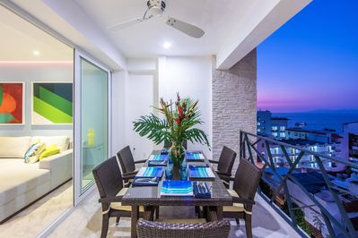 Terrace with ocean view & table / chairs for 6
