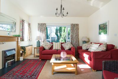 Cosy sitting room for 6 guests.
