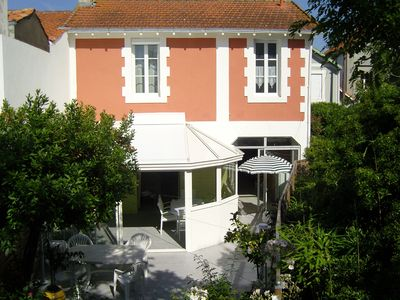 Photo for Comfortable house 50 m from the beach with enclosed garden