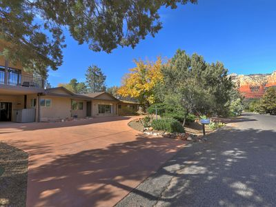Uptown Luxury Pool Home, Walk to Town, Red Rock Views, Firepit, Large Loft