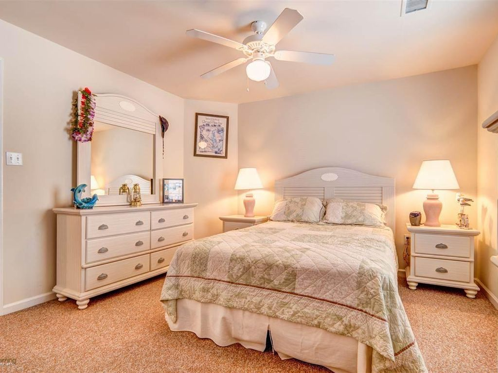 Luxury 4 Bedroom Condo Just 1 Block From Beach And