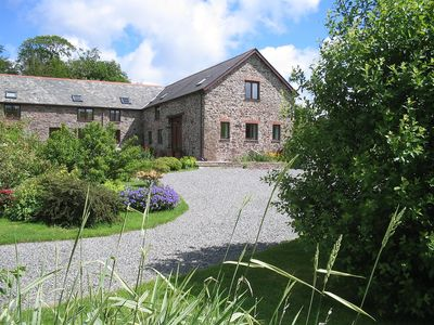 Range Of Converted Barns Set In 3 Acres Of Grounds With Pond And Stream
