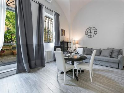 Photo for Cynthia's Garden  apartment in Santa Croce with WiFi, integrated air conditioning & shared garden.
