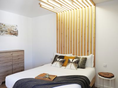 Photo for Wood Bedroom, Lisbon Airport Charming Rooms
