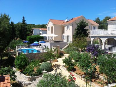 Photo for Villa, heated pool,130m² recreation room,30m from the beach,12 bikes,4 kayaks