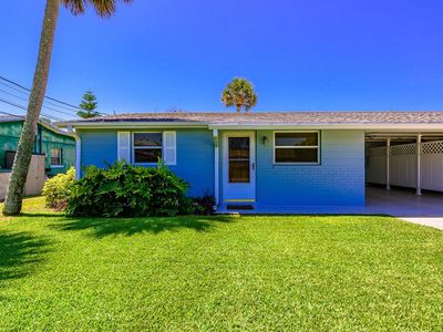 """Photo for """"Lazy Daisy"""" Renovated Beachy 2 Bedroom- Walking Distance To The Beach And Flagler!"""