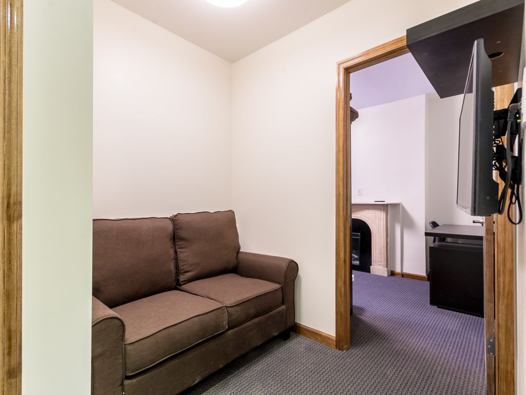 Chelsea Furnished Refreshing 2 Bedroom Apartment 4536240