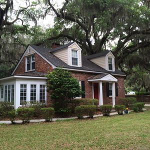 Photo for Charming Cottage in Beaufort Historic District