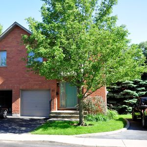 Photo for Bright and spacious 3 bedroom executive townhouse. Walk to Dundas, bike to McMaster