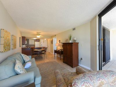 Photo for Comfortable Condo, Splash pad with multiple pools, On-site bar, Beach-front