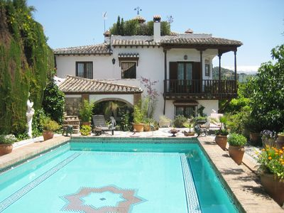 Photo for Elegant villa with private garden, pool and breath-taking views in Albaicin