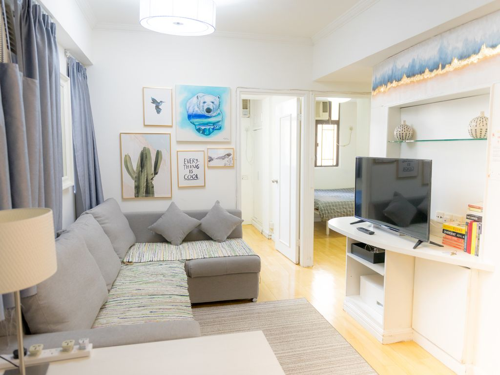3 Bedrooms Apartment in Hong Kong Island