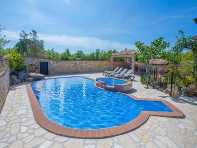 Modern and comfortable apartment for 6 persons, with shared pool and garden