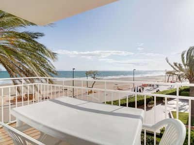 Photo for Spacious and bright apartment, located in front of the promenade, direct access to the beach. Free WIFI.