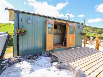 Photo for IVY'S WAY, pet friendly, with hot tub in Rhayader, Ref 991151
