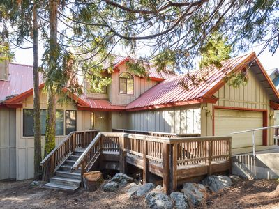 Photo for Welcoming mountain view home w/ large deck, pool table & easy lake access!