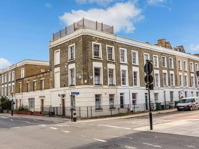 Photo for Stunning Camden Apartment with Roof Terrace