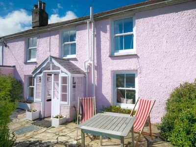 Photo for Traditional cottage in St Mawes!