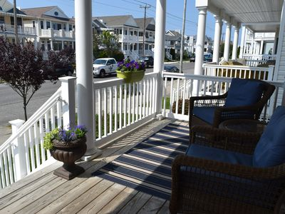 1st FLOOR 1 STREET TO SANDY TOES! LOCATION! LOCATION!
